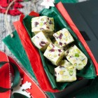 White Chocolate Fudge with Cranberries and Pistachios www.thefoodiecorner.gr