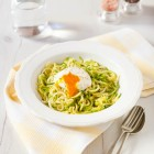Zucchini Noodles with a Poached Egg and Truffle Oil www.thefoodiecorner.gr