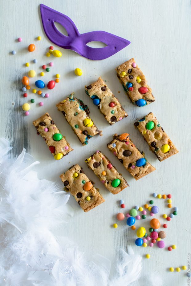 Easy, One-bowl, Colourful Chocolate Chip Cookie Bars