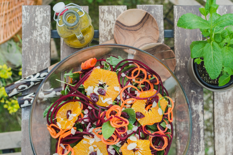 Spinach and Rocket Salad with Orange, Carrot and Raw Beetroot www.thefoodiecorner.gr Photo description: An overhead view of the salad with the orange slices and spiralized veggies.