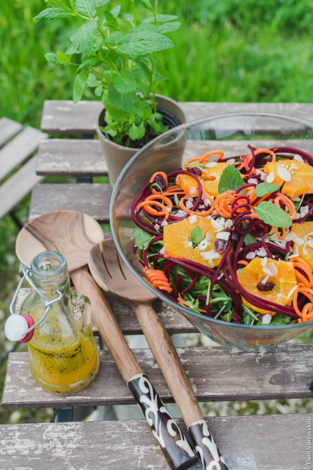 Σαλάτα Σπανάκι Ρόκα με Πορτοκάλι, Καρότο και Ωμό Παντζάρι