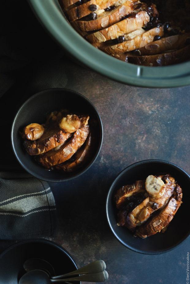 Πουτίγκα Τσουρεκιού στο Slow Cooker με Μπανάνα, Φυστικοβούτυρο και Κομματάκια Σοκολάτας
