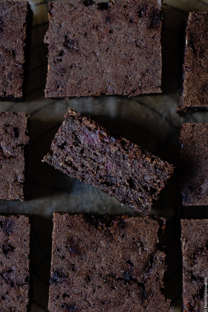 Plant-Based, Date-Sweetened Chocolate Banana Oat Cake-Bars, in the Slow Cooker www.thefoodiecorner.gr Photo description: A very close view of Chocolate Banana Oat Cake-Bars cut up and arranged side by side. One piece has been turned on its side to reveal the inside of the cake-bar.